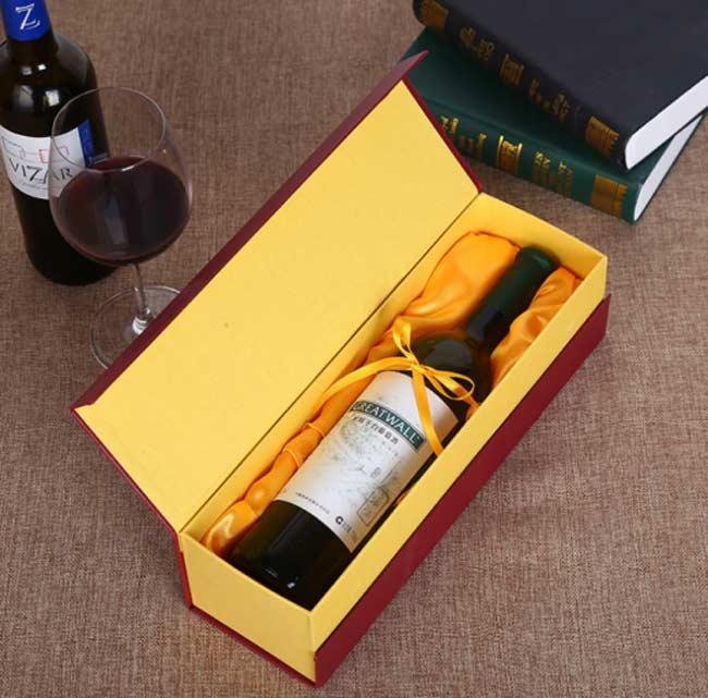 Hộp giấy đựng rượu vang không kém phần sang trọng