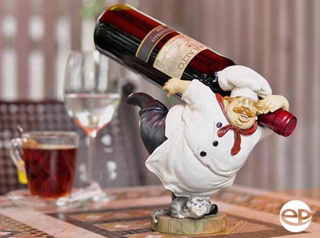 Kệ trang trí rượu vang hình chú hề