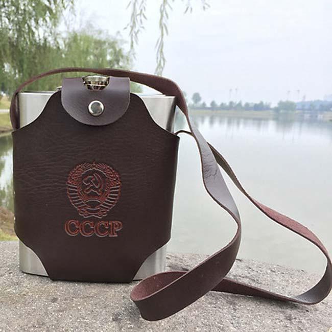 Túi da đựng bình rượu thường sử dụng trong các cuộc nhậu