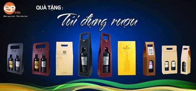 Túi quà đựng rượu vang cũng sang trọng không kém