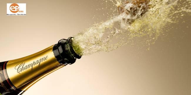 Nguồn gốc rượu Champagne