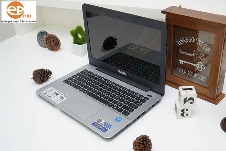 Tặng Laptop cho sinh viên IT